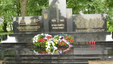 Pomník v Českém Malíně, v obci vypálené v roce 1943 nacisty